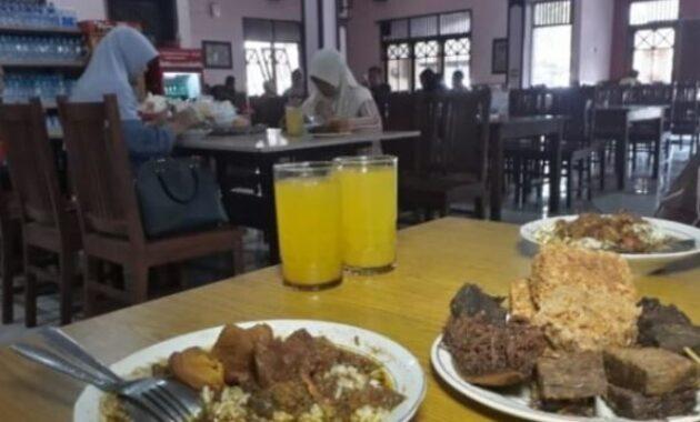 10 Tempat Makan di Malang Paling Enak Tempat Makan